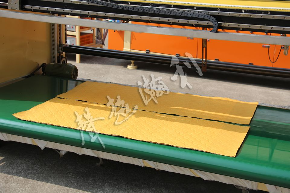 全自動超聲波裥棉分條橫切一體機 HD-1221